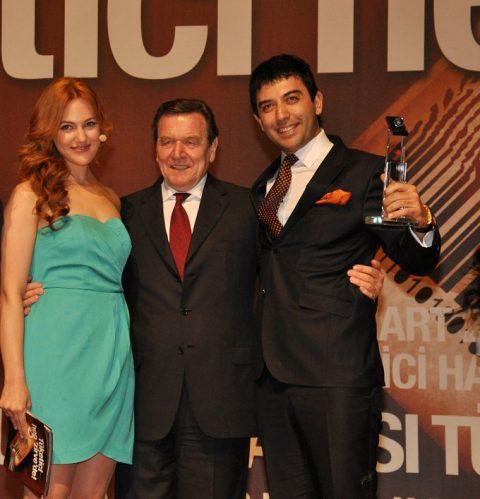 Gerhard Schröder Ödül Verirken